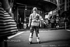 MONO2647 (H.M.Lentalk) Tags: summilux summiluxm 28mm 28 f14 14 114 11428 oz aussie australia australian street sydney black white people urban life city asph leica m typ 246 monochrome