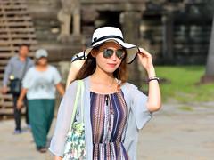 Love my picture hat (kabezuki) Tags: nikon d5200 asia colour woman tamron tamron70300 angkor cambodia camboya street pamela