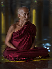_MG_4791-le-17_04_2016_wat-thail-wattanaram-maesot-thailande-christophe-cochez-r-cop (christophe cochez) Tags: burmes burma birmanie birman myanmar thailand thailande maesot myawadyy monk bonze novice religion watthailwattanaram travel voyage bouddhisme buddhism portrait