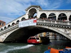 Rialto Bridge Venice 8th Oct (saxonfenken) Tags: venice8thoct2012 rialto bridge venice italy boat pregamesweepwinner gamewinner perpetual challengeyouwinner challenge you winner 193italy 193