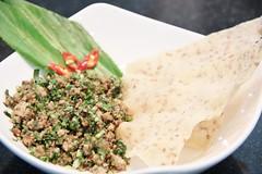 ลาบหมูข้าวเกรียบเวียดนาม อร่อยแบบต้นตำรับ ร้านอาหารนาม เรสเตอรองส์ บางนา