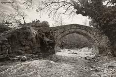 Vakaretsia (kzappaster) Tags: bridge film pentax kodak greece 400asa programa stonebridge kalambaka 19mm trikala vivtar thessaly kmount vivitar19mmf38 ultramax400 19mmf38 xirokambos vakaretsia