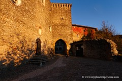 Prouges - France (My Planet Experience) Tags: france fall church stone automne canon village lyon medieval automn walled ain perouges rhonealpes grandlyon wwwmyplanetexperiencecom myplanetexperience