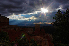 Wonderful light (poormommy) Tags: light cloud sun canon utah ngc brycecanyon brycecanyonnationalpark naturallymagnificent ringexcellence ringofexcellence me2youphotographylevel2 me2youphotographylevel3 me2youphotographylevel1 me2youphotographylevel4