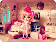 Blythe A Day Dec. 15th ~ Bedroom ( My Delicious Bliss) Tags: miniatures miniature hellokitty graves bow blythe francoise diorama dollhouse mab pinkroom ananassa middie customblythe dollhouseminiatures morganannie mabgraves middieblythe custommiddieblythe mydeliciousblisscustom