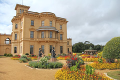 Osborne House - East Cowes Isle of Wight (England) (Meteorry) Tags: county uk greatbritain flowers england house castle english fleurs garden island europe unitedkingdom britain wing jardin statues september isleofwight british residence palazzo chteau princealbert sculptures queenvictoria osborne 2012 eastcowes le summerresidence meteorry italianrenaissance thomascubitt