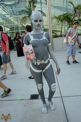 San Diego Comic Con SDCC 2016 Cosplay (V Threepio) Tags: cosplay costume outfit modeling posing cosplayer sdcc sdcc2016 sandiego comiccon photoshoot geekculture comics superheroes sonya7r 2870mm female girl