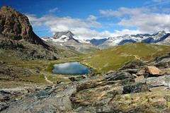 das Matterhorn (welenna) Tags: alpen alps switzerland summer snow schnee schwitzerland see sky swiss stone clouds cloud classic view landscape lake light licht wasserspiegel water wasser wallis wolken berge blue mountains mountain matterhorn