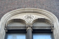 NYC_Mad_921_009 (TNoble2008) Tags: 1916 arch archbiforate architectjamesgamblerogers column materialbrick materialterracotta medallion ornament pilaster stylecomposite stylecompositevariant stylecorinthian tympanum typeurban windowbiforate