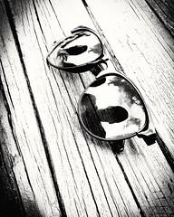Gzlk camndan yansyan asla yanlsamann olmad, o gzlemlerin iyi yerlerde vukuu bulduu , buhrann buunun berraklaarak srdrlmesiyle birlikte gemi ile gelecek arasndaki kurulmu iyi dokulu bu kprde bu ince izgide gzelce yer ald yaam t (murathanduran1) Tags: gzlk yansma reflection sunglasses fotoraf photo arel tepekent bykekmece istanbul trkiye turkey