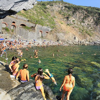 The Italian youngsters swimming and diving into the ligurian sea