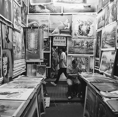 Street Gallery in the Night Market (Functionary) Tags: hongkong jordan  ilford franka schneiderkreuznach  solida radionar colorsix bwfp