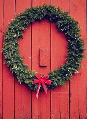 red barn wreath (Jen MacNeill) Tags: christmas wood xmas red holiday pine barn rural december pennsylvania farm country rustic decoration wreath bow decor everygreen gypsymarestudios jennifermacneilltraylor