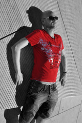Hold on - in red (mikael_on_flickr) Tags: gay red summer portrait man male guy rot me self ego rouge estate sommer tshirt moi io uomo desire mann rd rosso ich ritratto hombre homme mec mikael maglia i osloopera holdoninred