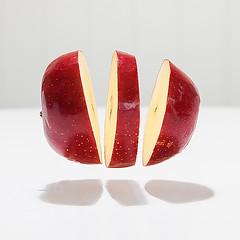 Flying apple (Geir Vika) Tags: vika geir bildekritikk geirvika
