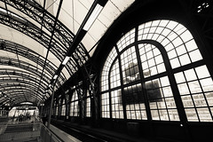 Dresden Central Station (FarbenfroheWunderwelt) Tags: bw train canon blackwhite awesome central hauptbahnhof curved