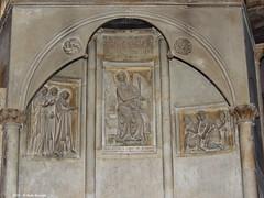 Bologna Basilica di Santo Stefano -Basilica del Sepolcro (Paolo Bonassin) Tags: italy emiliaromagna bologna bolognabasilicadisantostefanosettechiese churches chiese santuari relief bassorilievo