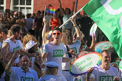 Europride Amsterdam 2016 - Amsterdam (Netherlands) (Meteorry) Tags: europe nederland netherlands holland paysbas noordholland amsterdam centrum centre center prinsengracht gaypride amsterdampride europride canal canalparade parade lgbt freedom liberty rights droits gay civilrights party festa fte gracht dutch august 2016 meteorry green vert d66 kiss flirt dance people crowd politics sunglasses