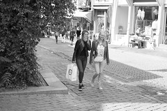 Happy Shopping (Dutch_Chewbacca) Tags: girl girls woman women friends shopping smile happy bag purse blonde young pretty beauty feminine teen innocent youth laugh bw blackandwhite monochrome candid 024 nijmegen sneaky canon 35mm dlsr street city urban life lens creative centre everyday weekend saturday 13 august 2016 warm summer netherlands gelderland europe europa nederland light natural unposed unpolished streetphotography photography straatfotografie nl