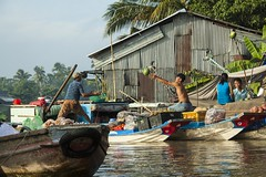 Catching The Goods (SAM601601) Tags: sam601601 phongdien floatingmarket vietnam mekong delta river boat fruit