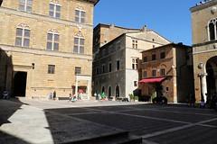 Piazza Pio II Pienza (raffaele pagani) Tags: pienza valdorcia provinciadisiena silviopiccolomini pioii toscana tuscany cittideale italia italy canon unesco unescoworldheritagesite unescopatrimoniomondialedellumanit patrimoniodellunesco