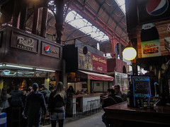 """Montevideo: Mercado del Puerto. C'es là que nous avons la confirmation que l'Uruguay est un pays développé ;) Pas de petites échoppes mais de vrais restaurants au marché. <a style=""""margin-left:10px; font-size:0.8em;"""" href=""""http://www.flickr.com/photos/127723101@N04/29459244990/"""" target=""""_blank"""">@flickr</a>"""