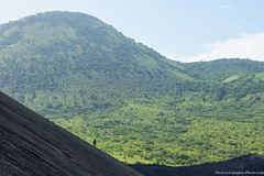 20. Cerro Negro we are back, Nicaragua-13.jpg (gaillard.galopere) Tags: 2016 5d 5dmkiii apn america amrique canon compositionettypedephoto continentsetpays couleur ef eos extrieur mkiii ni nic nicaragua travel volcan ameriquecentrale anne ash black canonphotography cendres cerronegro color colorful green negro noir obscur out outside verde vert volcanes volcano