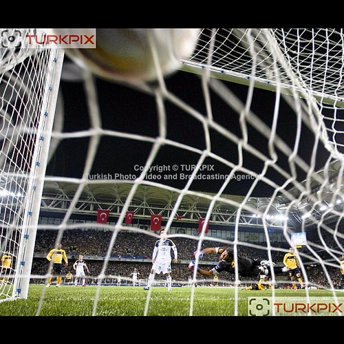 Fenerbahce's Moussa Sow (C) scores second goal during their UEFA Europa League Group Stage Group C soccer match Fenerbahce between AEL Limassol at Sukru Saracaoglu stadium in Istanbul Turkey on Thursday 08 November 2012. Photo by TURKPIX #moussasow #sow #