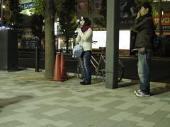 K-xで撮影する彼女、興味のない彼氏 (fukapon) Tags: people tokyo couple photographer pentax 85mm 東京 akihabara akiba q smc 秋葉原 f19 01standardprime smcpq85mmf19alif