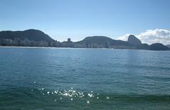Praias de Copacabana e Leme, Rio de Janeiro, Brasil (Rubem Jr) Tags: ocean blue brazil praia beach nature water água azul brasil riodejaneiro clouds landscape mar cityscape céu copacabana nuvens brasilemimagens