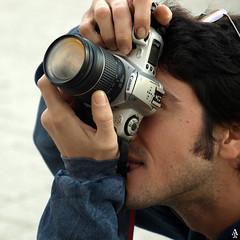 Manuel (A. Jimnez) Tags: camera b espaa alex canon eos j photo retrato manuel gafas 300 chico lente camara hombre belmonte albacete cmara cuadrado jimnez a trayo