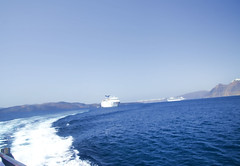 Blue & White.- (ancama_99(toni)) Tags: cruise blue sea summer vacation sky white azul boat nikon europe mediterranean barca aegean santorini blau vacaciones 2012 bote crucero 18105 egeo  10favs 10faves islascicladas  emborion d7000  notioaigaio nikond7000 blinkagain