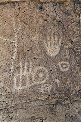 Petroglyphs / Chalfant Site (Ron Wolf) Tags: california abstract hand nativeamerican petroglyph archeology anthropology rockart blm anthropomorph piute anthromorph volcanictableland chalfantvalley camno7