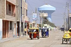 Calle de Lambayeque (vcastelo) Tags: agua per depsito mototaxi lambayeque sudamrica