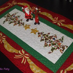 natalNatal à vista (Patch da Paty) Tags: natal toalha patchwork trilho laços arvoré