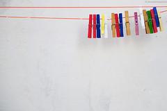 storie appese a un filo (Alessandro Signore) Tags: verde nikon italia giallo rosso colori salento puglia taranto grottaglie nikond700 nikkorafs2470f28ged cominciamolagiornataconunpodicolore grazieperiltitoloelacitazionenoncisareimaiarrivato
