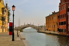 Venice : Fondamenta Arsenale ::: Canale dell' Arsenale (Pantchoa) Tags: bridge venice italy rio canal nikon italia streetlamp ponte venise venecia venezia italie venetie lateafternoon veneto d90 rverbre nikkor1685f3556gedvr pantchoa blinkagain canaledellarsenale rememberthatmomentlevel1 fondamentaarsenale