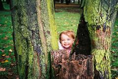 Scherzo (fazzyuk) Tags: park leica autumn trees green bright joke mini ii lichen trunks c200 fujicolor childsmile