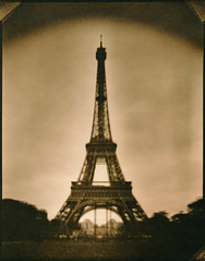 tour eiffel. (csant) Tags: blackandwhite bw paris film architecture eiffeltower 8x10 lith largeformat lithprint verito fomapan100 gustaveeiffel wollensak fomapan deardorff tanol fomatonemgclassic deardorff8x10 moerschphotochemie tanol11100 wollensakverito