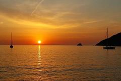 Buona serata con questo tramonto dal #viticcio a #portoferraio nello scatto di @theitalianwanderer Continuate a taggare le vostre foto con #isoladelbaapp il tag delle vostre vacanze all'#isoladelba. Visita http://ift.tt/1NHxzN3  (isoladelbaapp) Tags: isoladelba elba visitelba portoferraio porto azzurro capoliveri marciana marina di campo rio