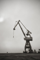 Port de Lorient (xnoszam) Tags: port lorient grues bretagne nb