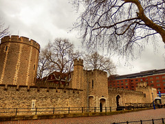 The Tower of London (photphobia) Tags: tower toweroflondon london castle castillo fortress city oldwivestale cityoflondon outdoor architecture buildings building buildingsarebeautiful