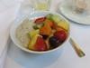 Bircher Müsli mit frischem Obstsalat (vom Frühstücksbuffet im Hotel Schatzmann, Triesen, Liechtenstein) (multipel_bleiben) Tags: essen gastronomie frühstück obst müsli