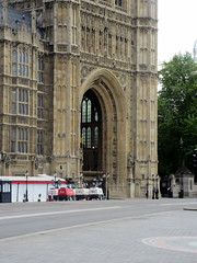 IMG_5794 (Autistic Reality) Tags: london uk unitedkingdom britain greatbritain unitedkingdomofgreatbritainandnorthernireland england architecture building structure greaterlondon innerlondon housesofparliament city westminster cityofwestminster palaceofwestminster palace parliament government capitol governmentbuilding seatofgovernment legislature charlesbarry augustuswelbynorthmorepugin augustuspugin sircharlesbarry tower victoria queenvictoria qvr victoriatower