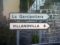 Cartel En Castiello de Jaca Nacional 330 (brujulea) Tags: huesca casas nacional cartel jaca rurales castiello brujulea villanovillacasarural