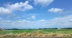 Piemonte dall'auto (Scarlet.Mind) Tags: blue sky nature clouds landscape nuvole country natura campagna piemonte cielo azzurro viaggio paesaggio autostrada casalemonferrato gravellonatoce