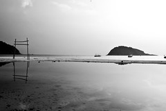 Redang Island - Gate Reflection (zeta_flickr) Tags: blackandwhite reflection beach canon paradise playa resort jungle malaysia isla redang malasia redangisland