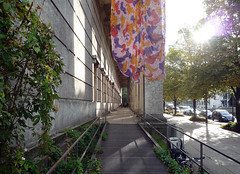 Haus der Kunst, front porch with ramp