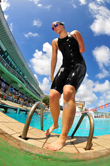 SAU_6655 (Saulo Cruz) Tags: girl swim natao swimsuit amputee competio mai amputada pessoacomdeficincia
