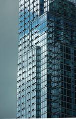 USA/New York City: Highrise Building (silvie72) Tags: new york city blue sky usa cloud reflection building high nikon d himmel wolke blau rise 50 amerika spiegelung hochhaus acrchitecture architekur